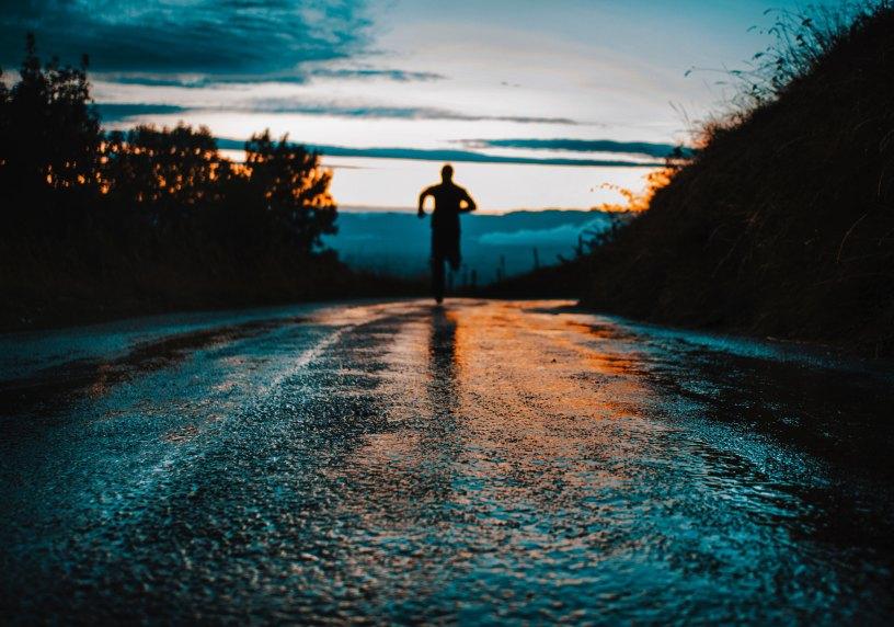 correr al amanecer o al anochecer